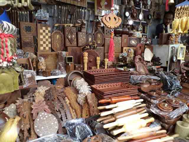 Shop selling wooden articles in Lakkar Bazar