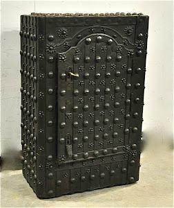 Антикварный сейф ок.1800 г. 91/51/140 см.