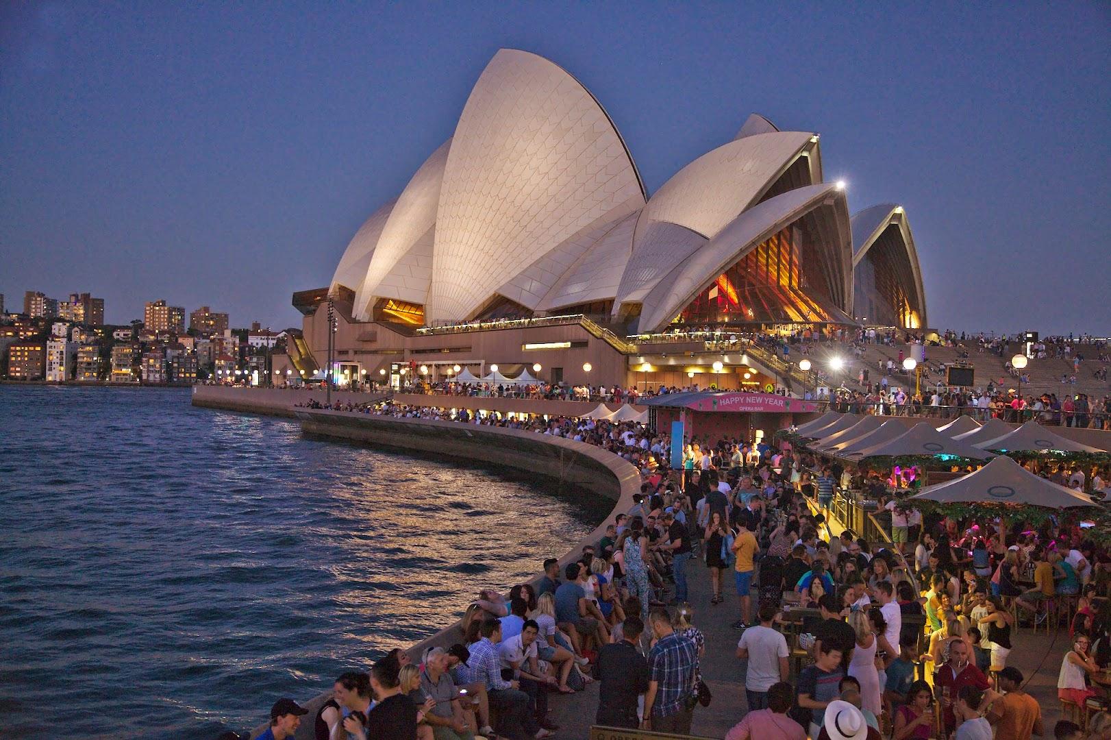 Sydney Opera house peninsula gets busy by night