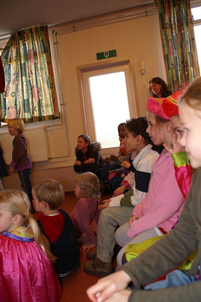 Sinter Klaas in de speeltuin 28-11-2009 - PICT6802