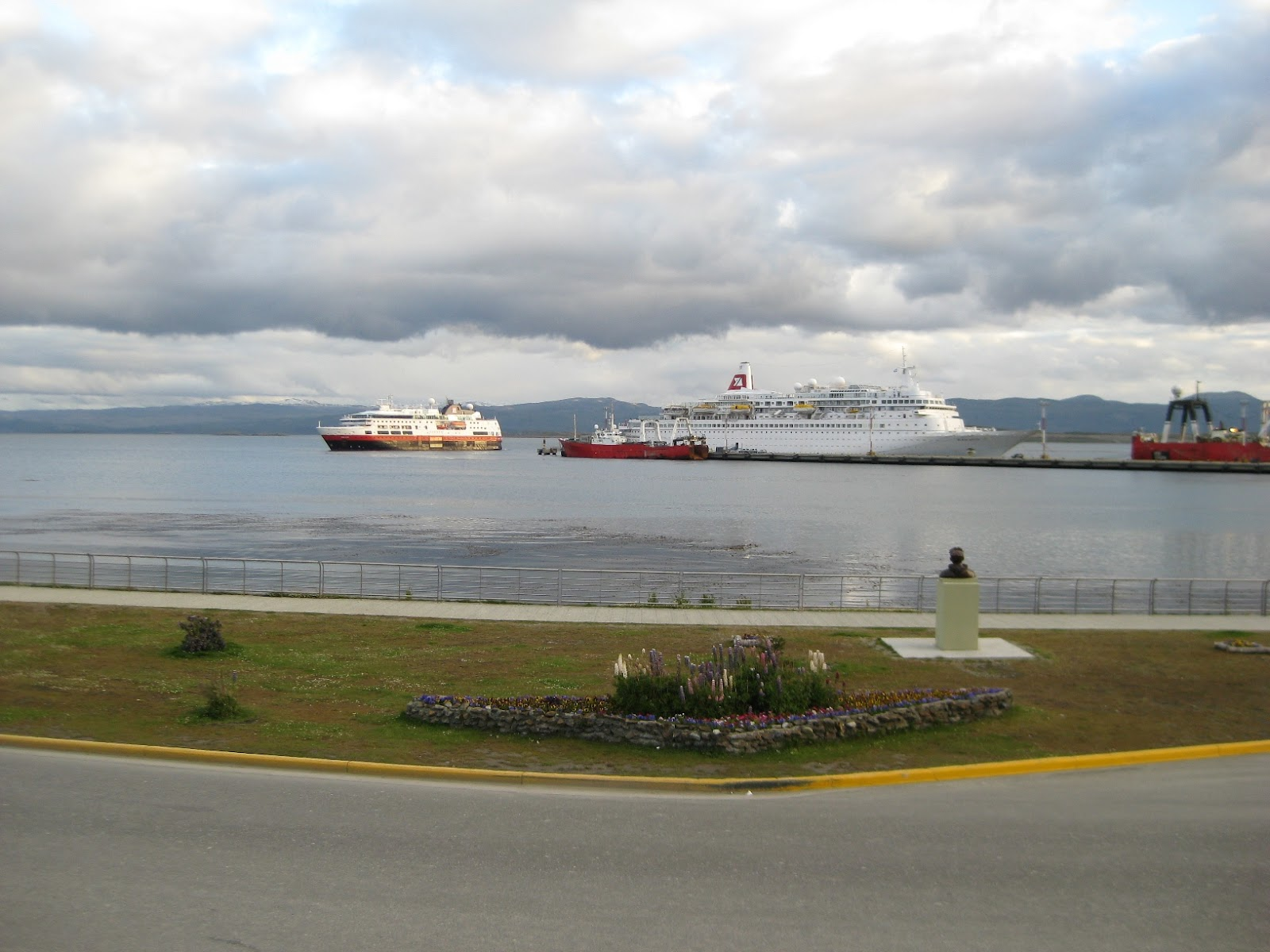 Ushuaia, cruise ships docked
