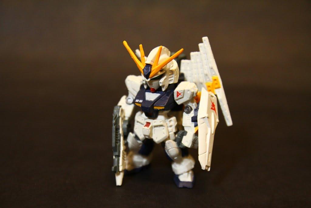 Nu Gundam; 跟Vol 2裡的兩台Nu是同一隻, 塗裝除了細部不同外~ 完全一樣