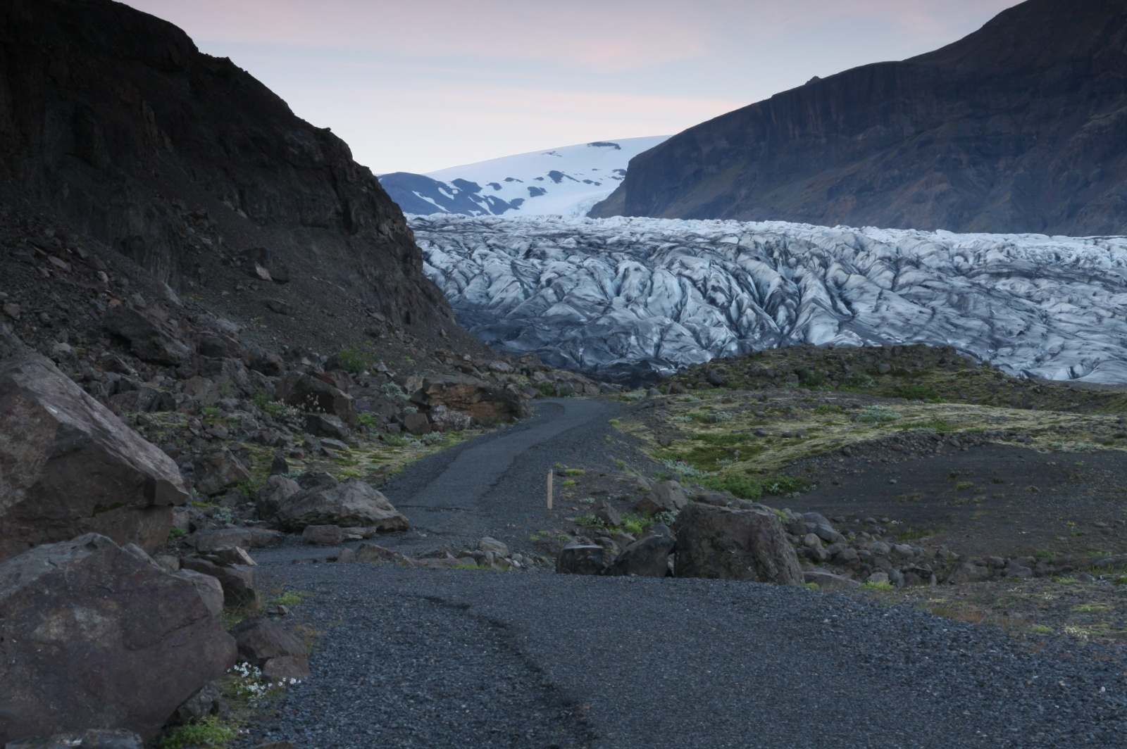 Approaching of the glaciers on foot