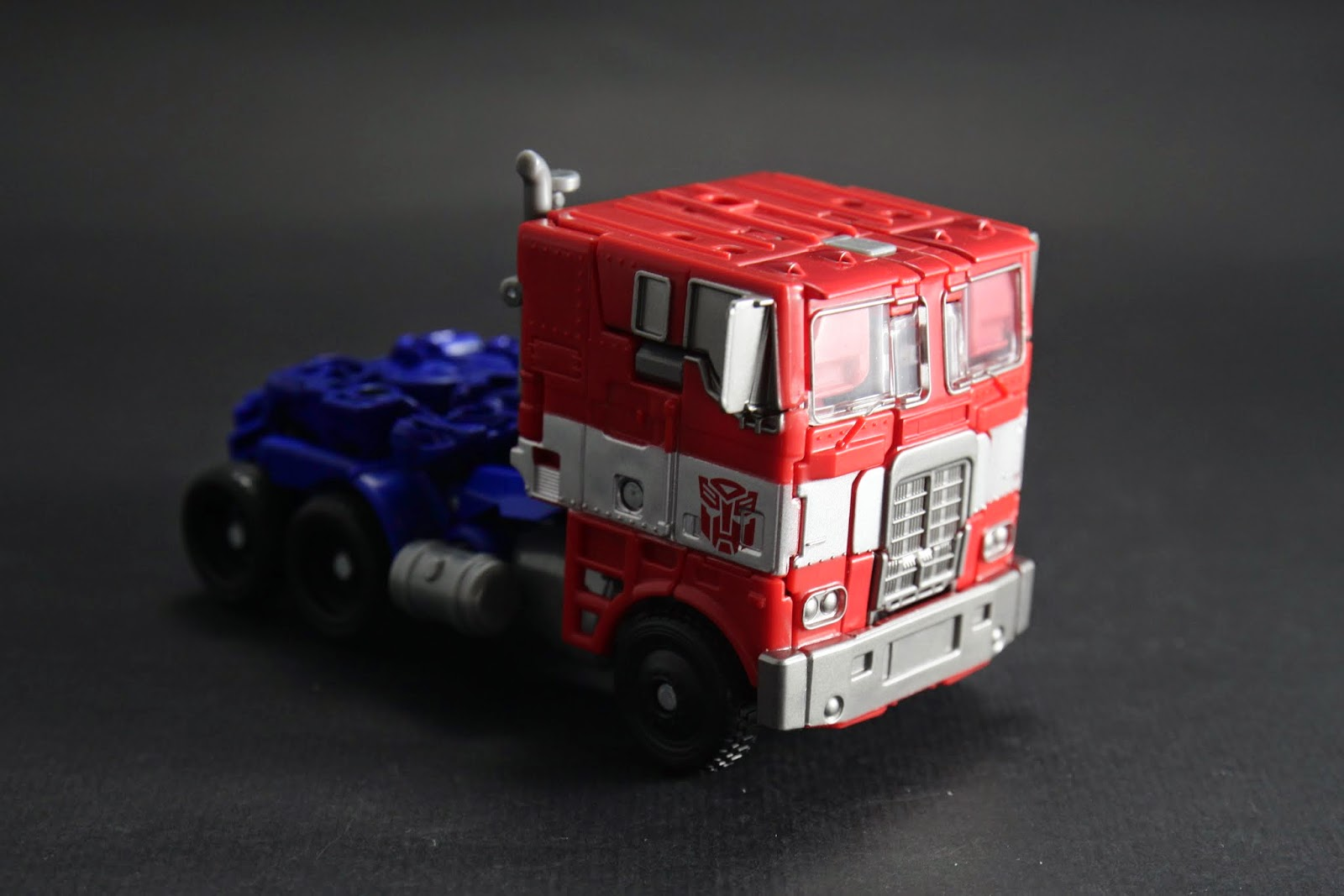 方頭卡車才是大家印象中的柯柯文 只差沒貨櫃