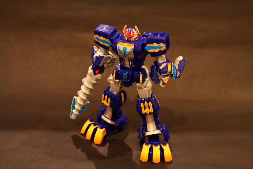 最後是第三型態-豪獸神:來自爆龍戰隊的巨大力量 是爆龍戰隊喔~剛剛的是恐龍戰隊 基本上就是人型型態拉 也是多半豪快銀戰鬥時會變的型態