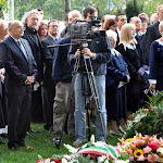 A képen többek közt Cservenka János, a hidaskürti iskola alapítója