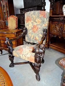 Большое кресло с резными подлокотниками. 19-й век. 5000 евро.