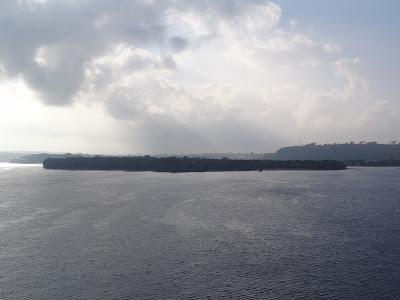 Entering Vila harbour