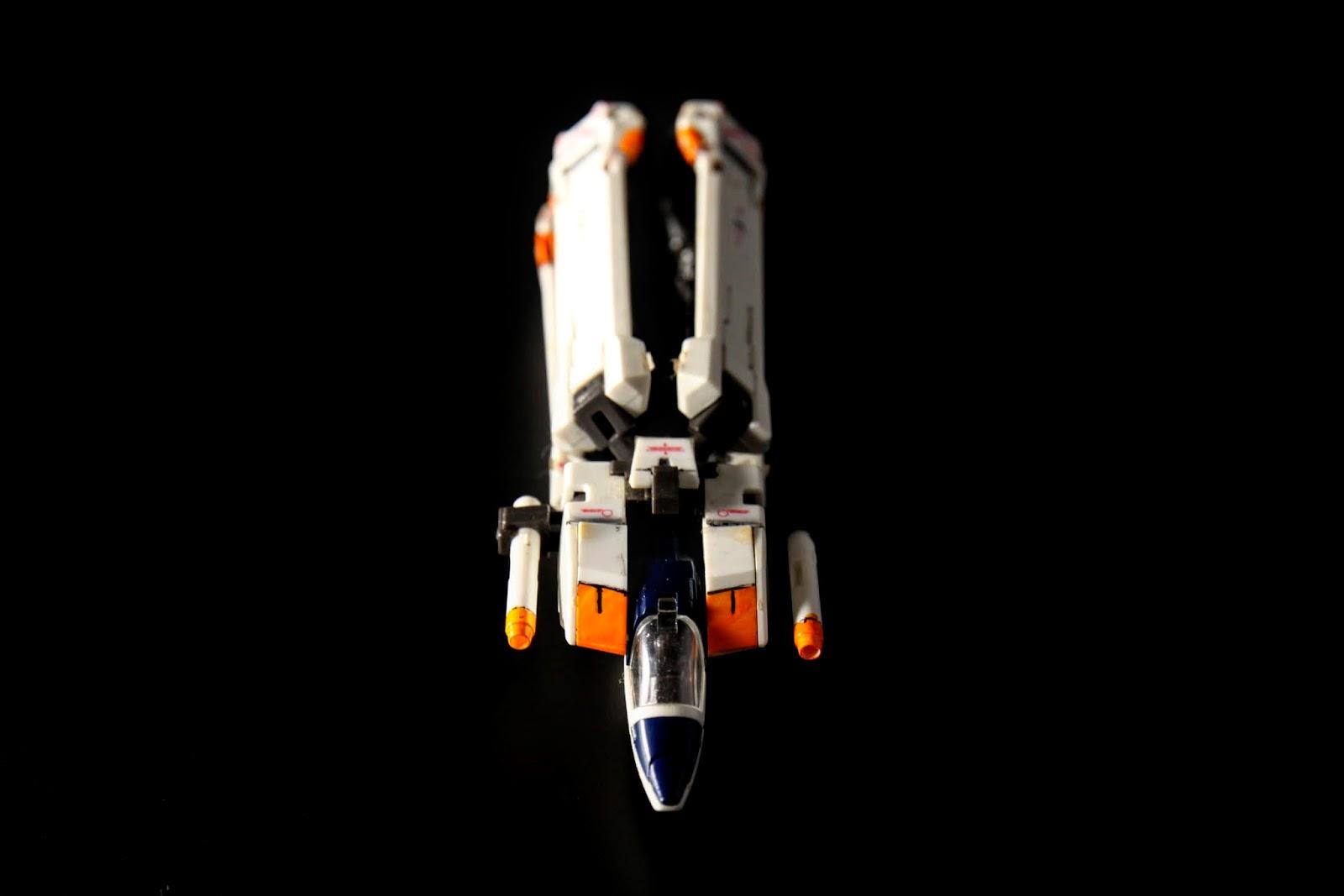 武裝就僅有原本在兩肩的ビームサーベル
