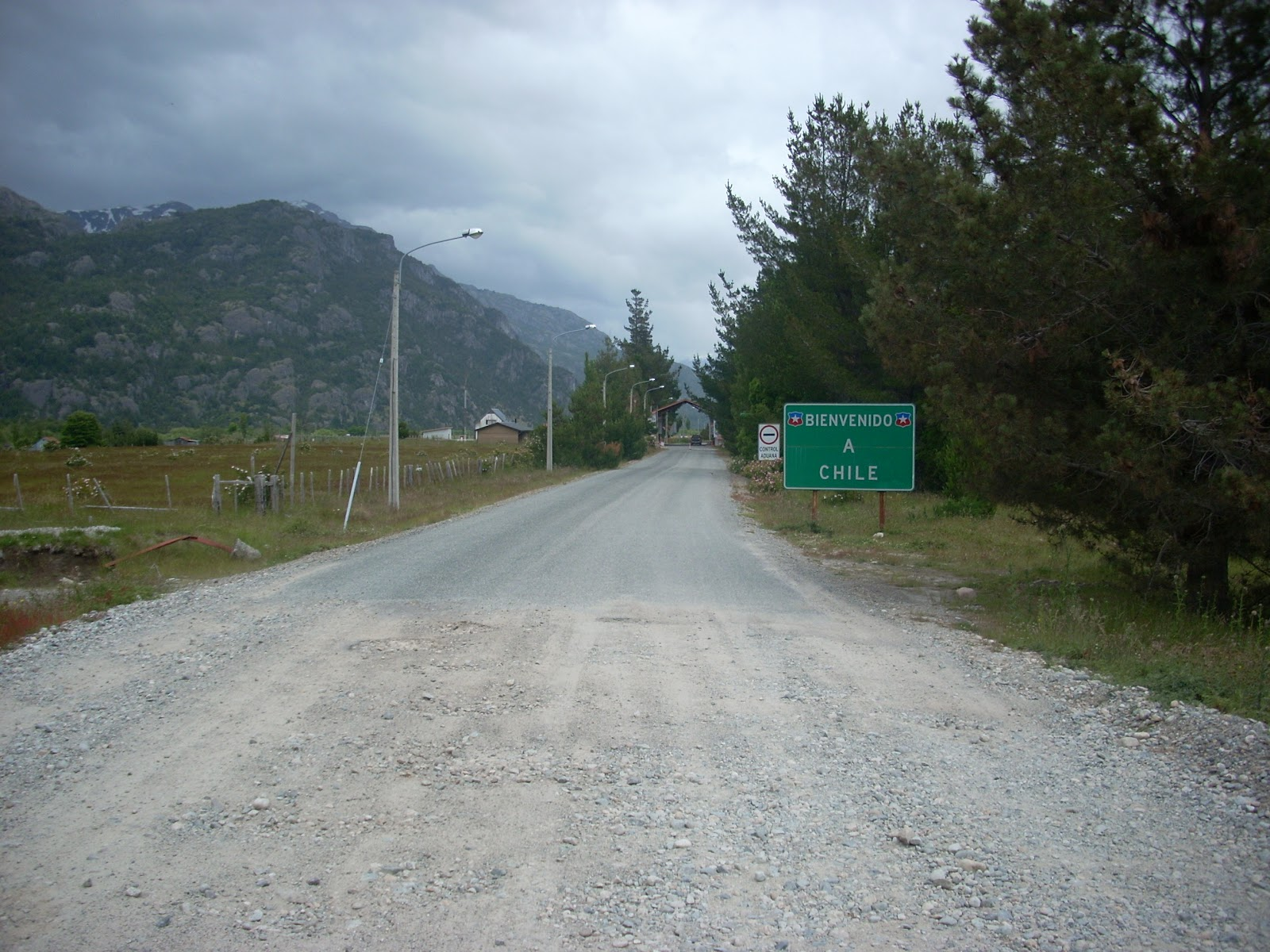 Teasing me, with a paved road on the Chilean side. It wouldn´t last