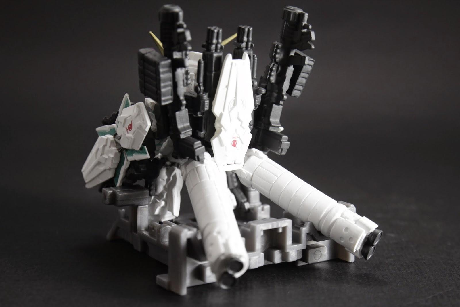 後方兩管是大型燃料推進器 原本用意是長距離突進,結果被一個死中二來亂