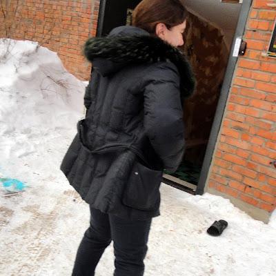 На снегу активист ННСКП, Инна Алексеенко.