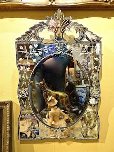 Маленькое венецианские зеркало.ок.1900 г. 46/76 см. 1500 евро.