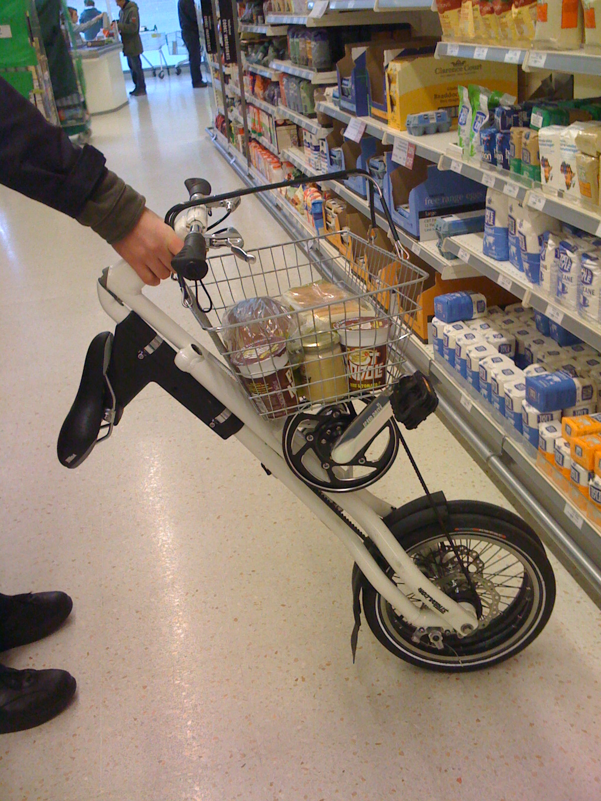 Never Carry - Shopping with Strida (2 speed)
