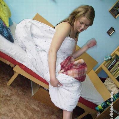 Проснувшись утром, Катя машинально поискала ногой тапочки. Но тут же вспомнила, что уже несколько недель ходит по дому босая - и не только по дому! У нее началась новая жизнь.
