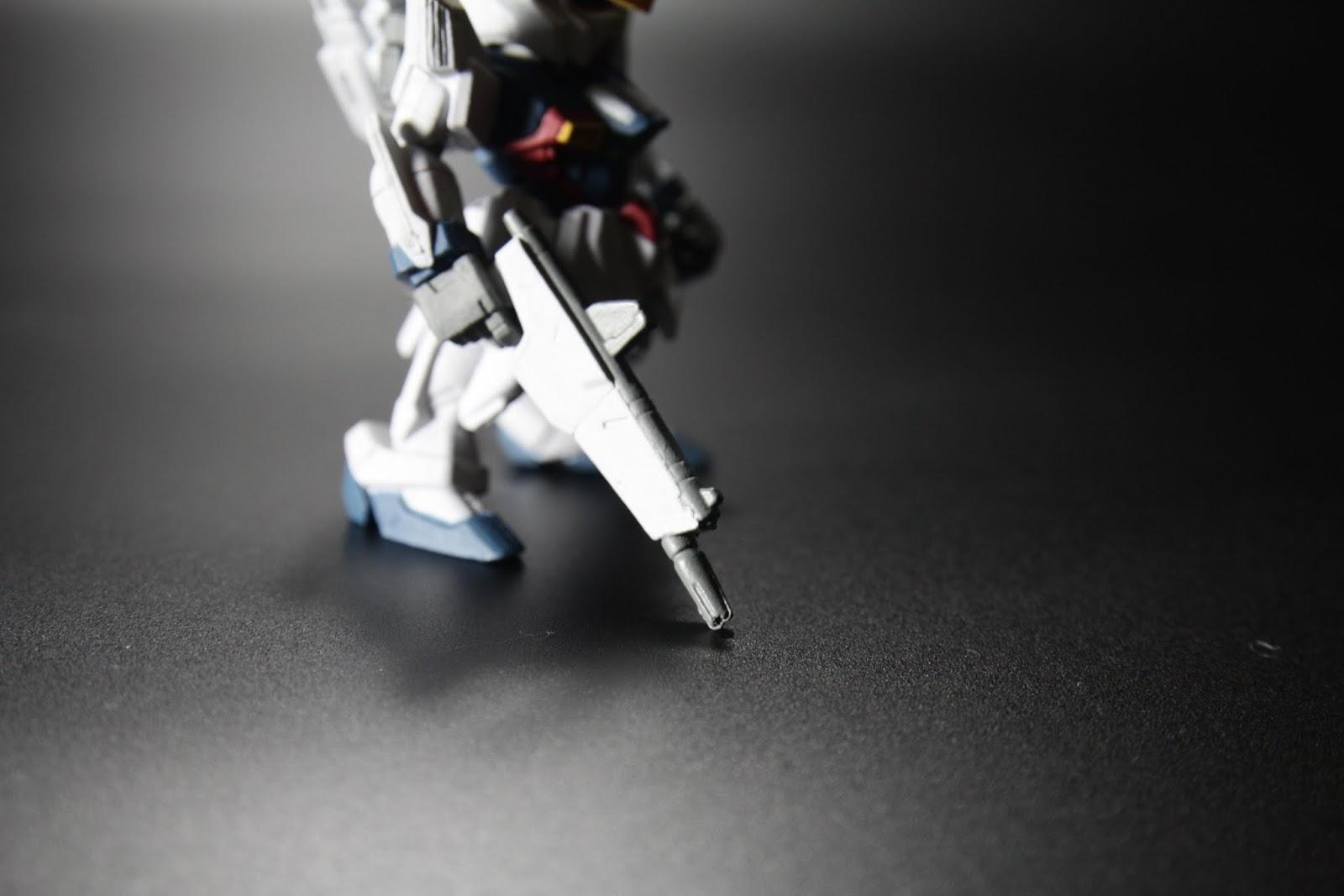 專用光束槍 可以打開變成盾(又是讓盾不務正業的設計)