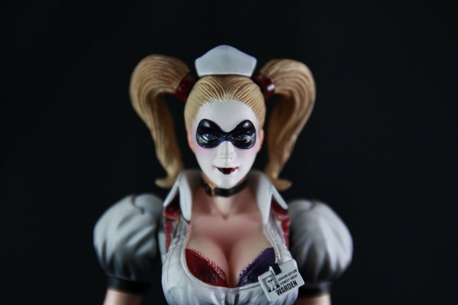 頭雕部分 我個人沒看過Harley Quinn卸妝後的樣子 有沒有人可以提供一下漫畫原著卸妝的樣子咩? 就這種濃妝來反推的話 其實Harley Quinn不是個正妹