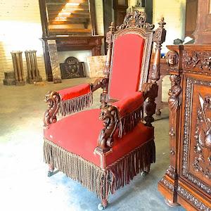 Два антикварных кресла  с резными подлокотниками. 19-й век. 4900 евро.