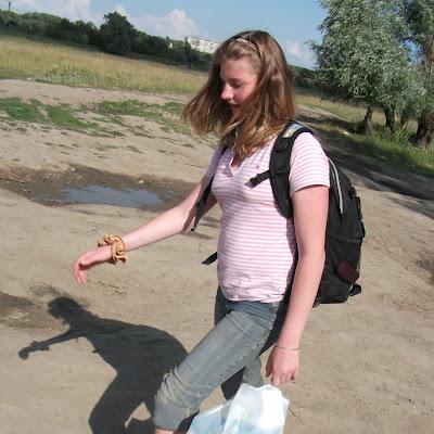 А Кристина Шиманская полюбила ходить босиком с этого лета - и на всю жизнь.