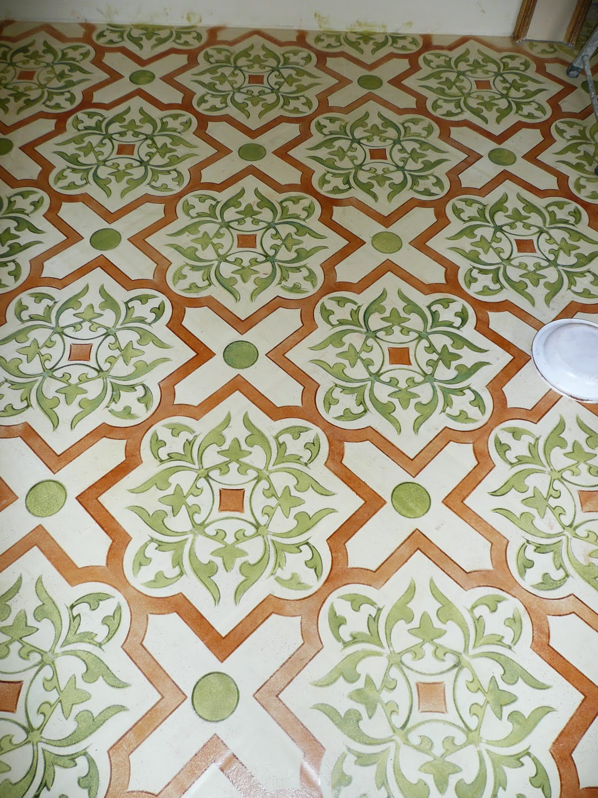 floor stencil prior to ageing varnish