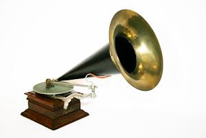 Граммофон ок.1900 г. 2800 евро.