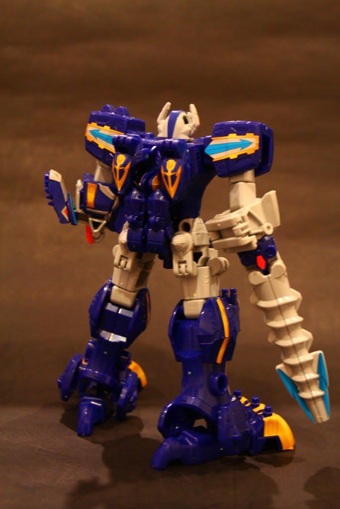 變形時暴龍型態的雙手是背在後面