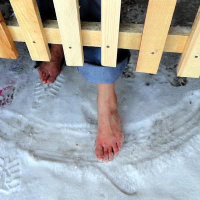 """Фотограф снимает ноги. Говорит, что прелесть их в том, что они немного """"мужские""""... Хм!"""