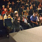 12_Public nombreux face au percussionniste Madou KOTE (droite).jpg