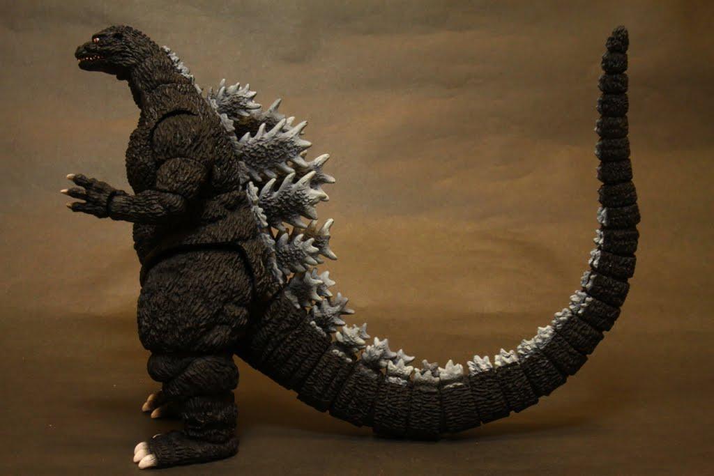 尾巴爆炸長! 這也是平成哥吉拉的特色之一: 超級長~~~的尾巴, GB版遊戲裡在路上可以使用掃堂尾攻擊(←+B) 根本無敵!