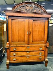 Антикварный шкаф ок.1750 г.