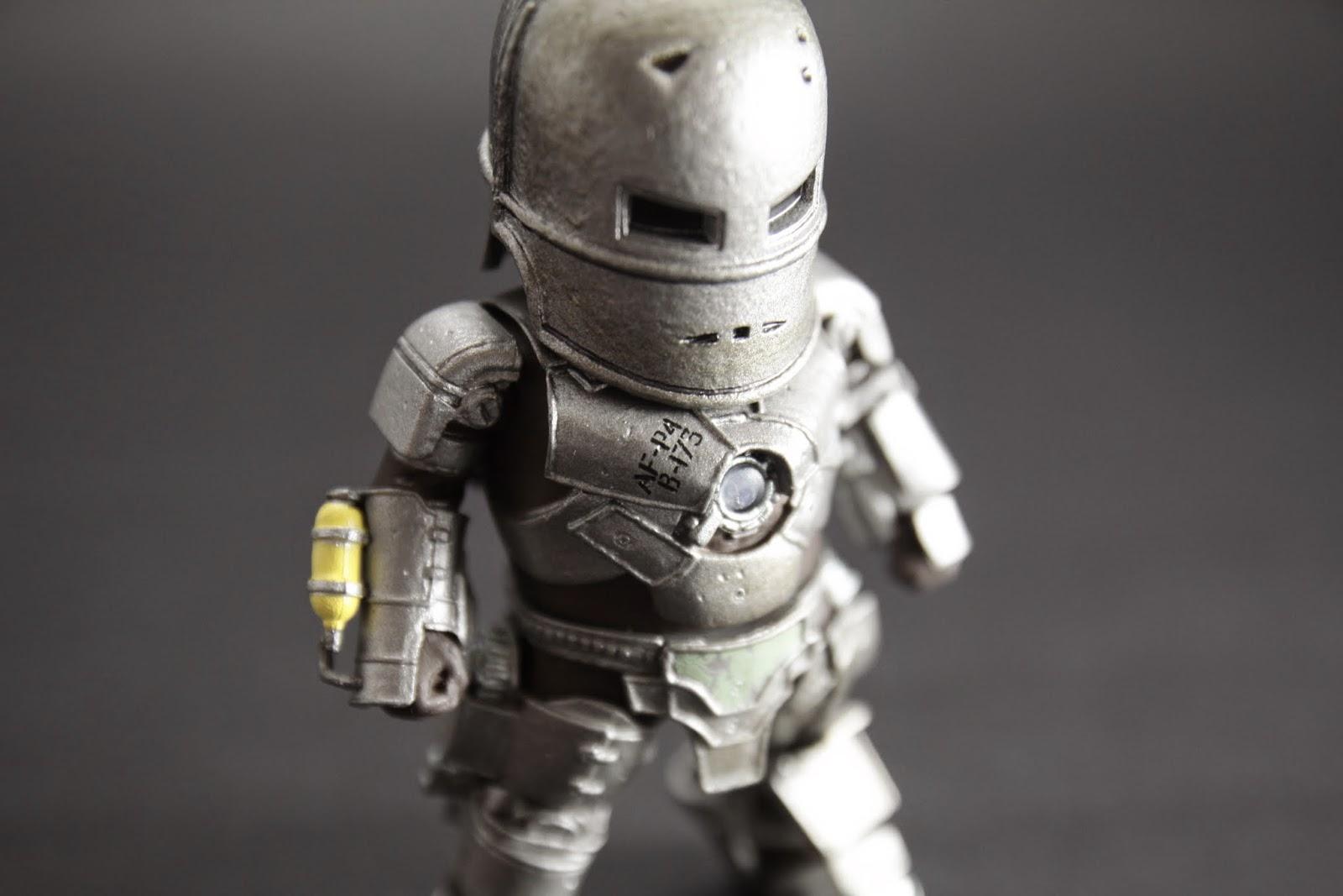 做的蠻細緻的 連用飛彈的外殼做的裝甲還留有編號都有做出來