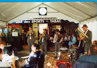 Inauguration 2001 11 Groupe Bajka Cossé