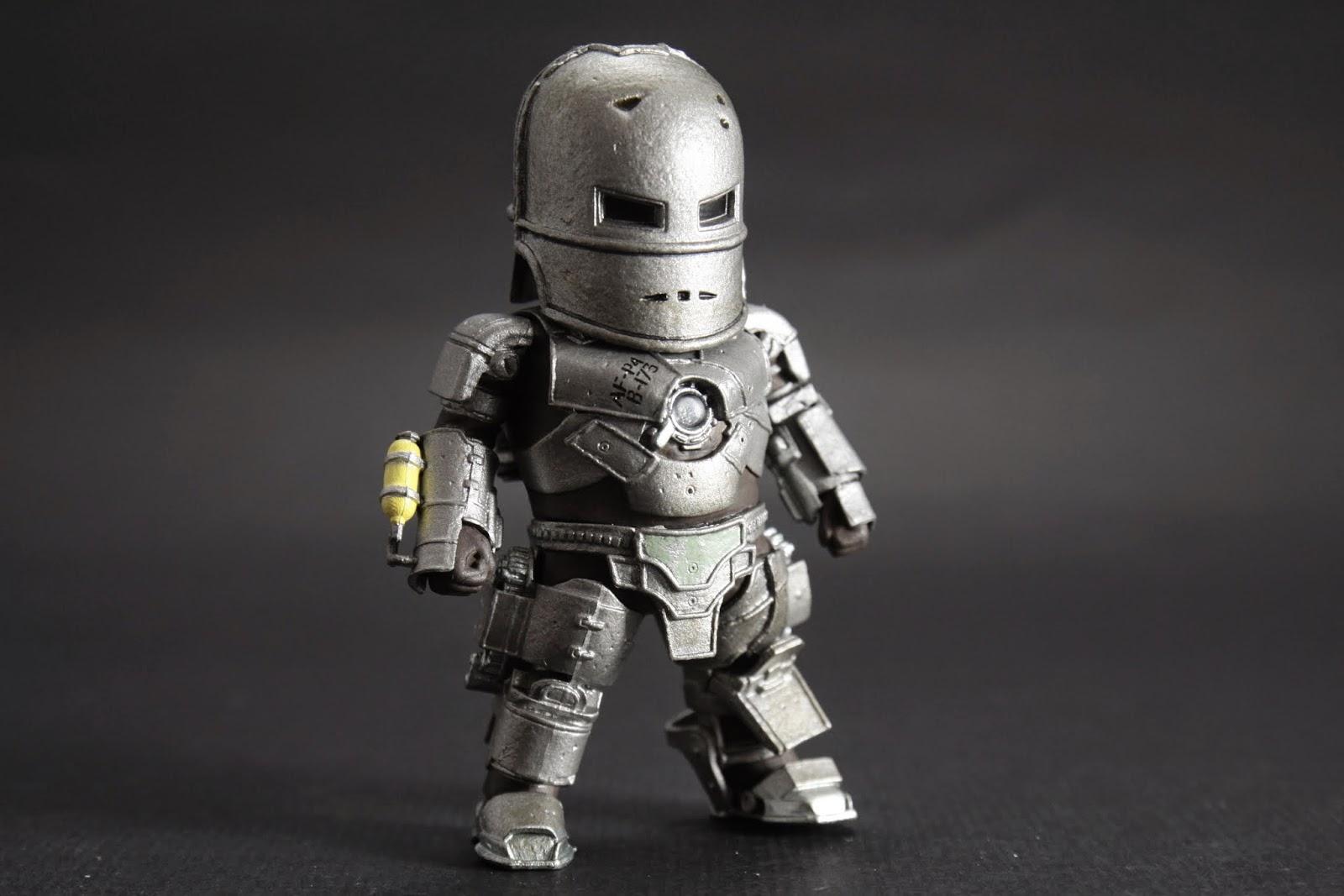 MK I 東尼被綁架時在山洞裡靠著自家武器的零件組成