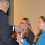 Premier prix des 12 ans: Léa Krejci reçoit son prix des mains du Directeur