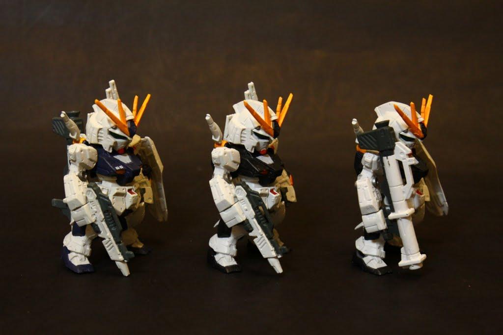 最左邊是本款, 中間右邊是第三彈裡的兩隻Nu, 同模當然都長一樣