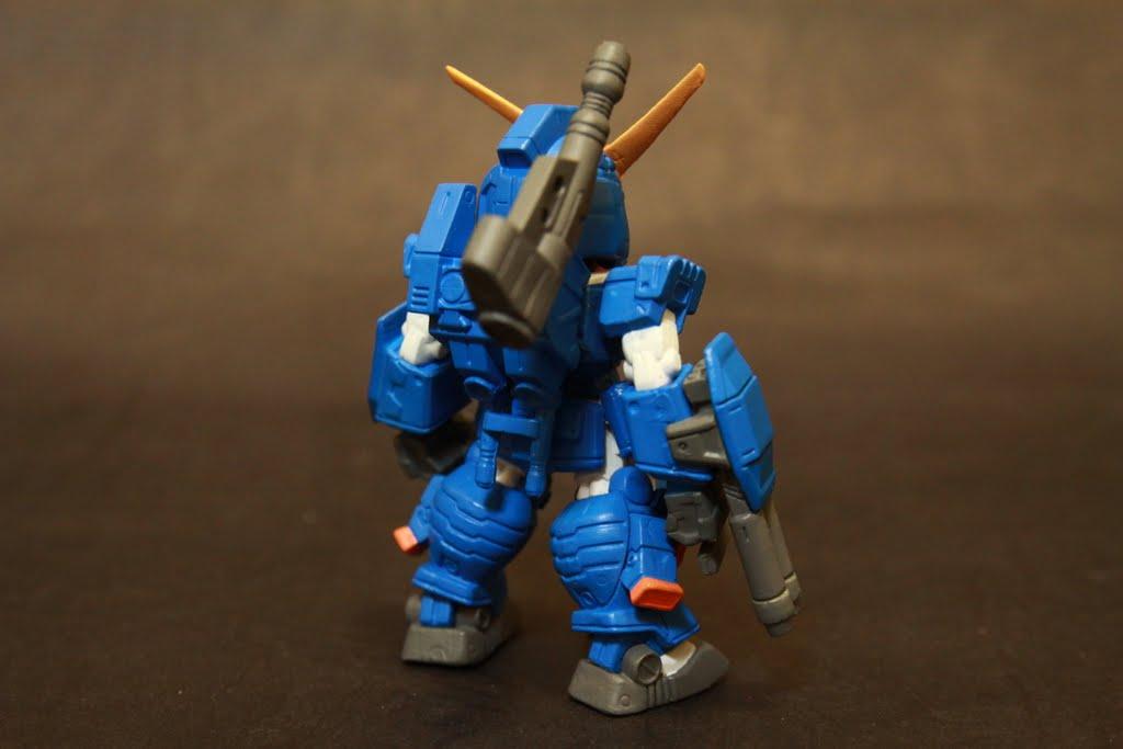 跟原本的FA Gundam一模一樣 只差在顏色是藍色而已