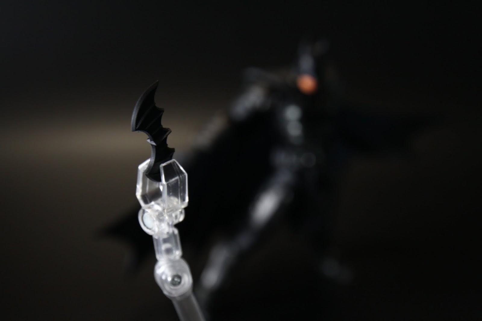蝙蝠鏢好大一個~共有兩個