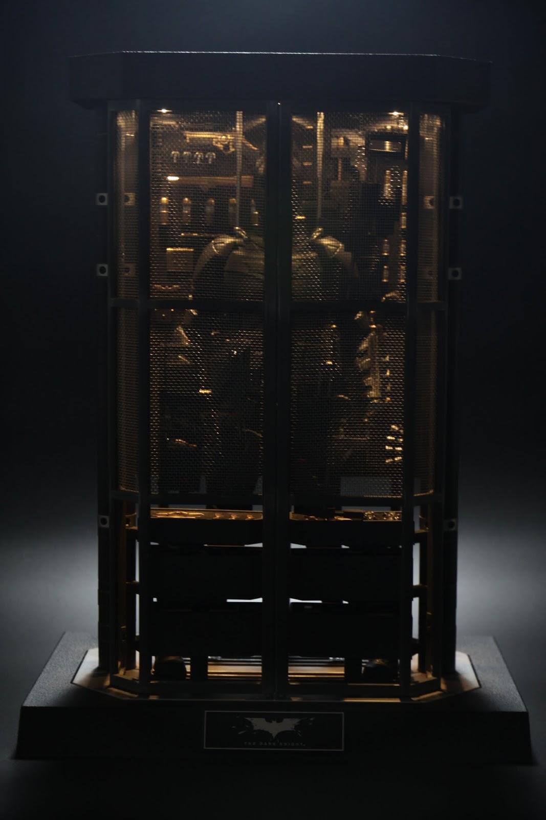 武器櫃內建LED燈, 打開後好漂亮