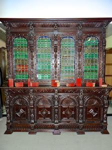 Грандиозный антикварный книжный шкаф с цветными витражами. 19-й век. 237/59/250 см. 9500 евро.