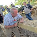 Réti Zoltán, székely faragómester székelykaput készít