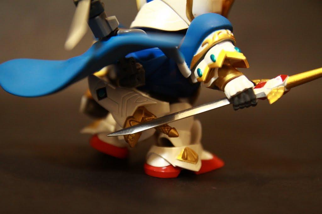 匕首可以裝在腰部(其實是臀部了),刀鞘也是VSBR的樣子