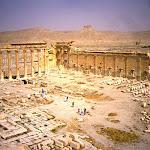 Temple de Bêl : la cour - au loin le château arabe