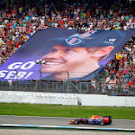 Sebastian Vettel (GER/ Infiniti Red Bull Racing) and a banner unfurled by his fans