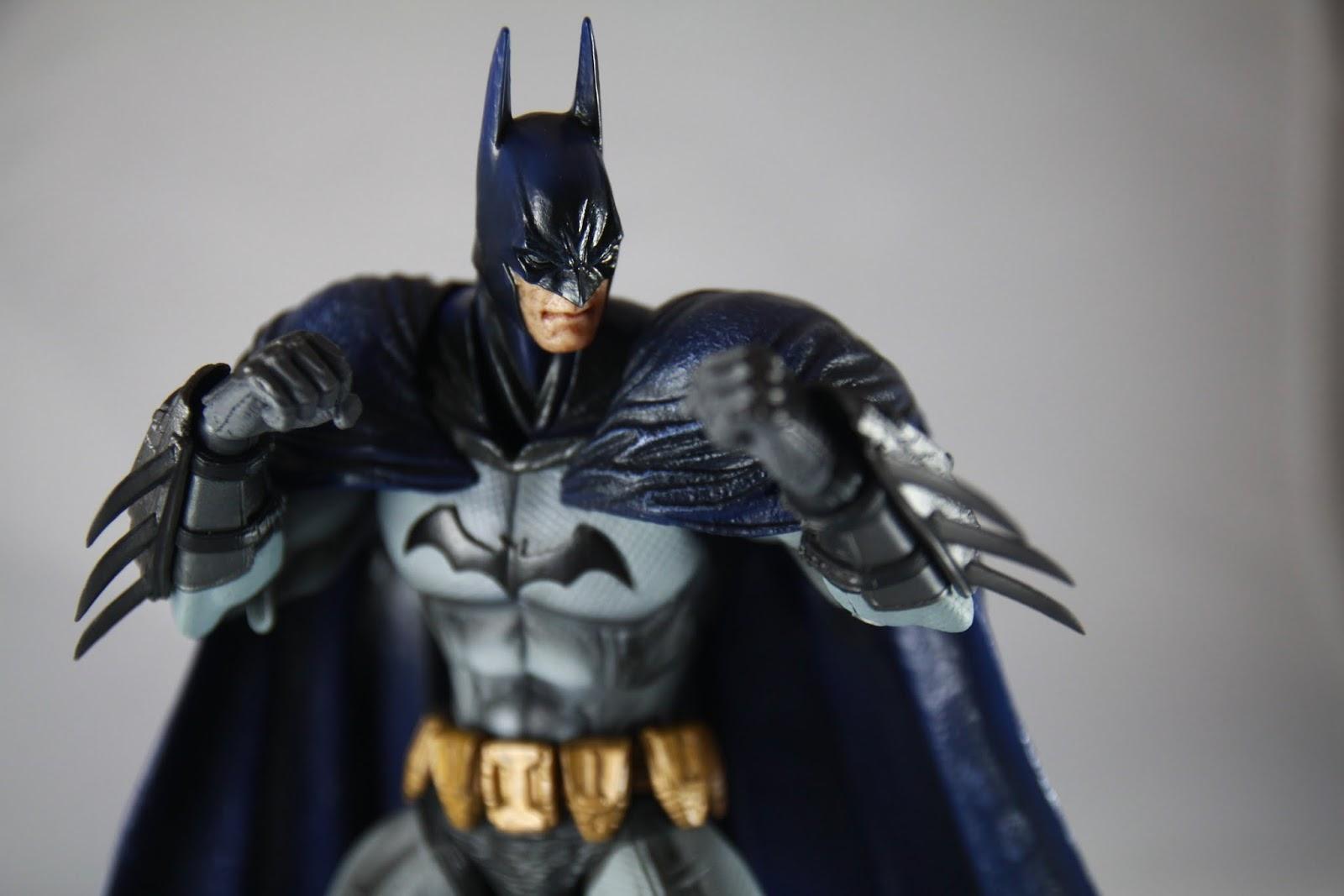 依舊帥氣滿分 還有我這次買到的胸前蝙蝠標誌不再是歪的了~(灑花)