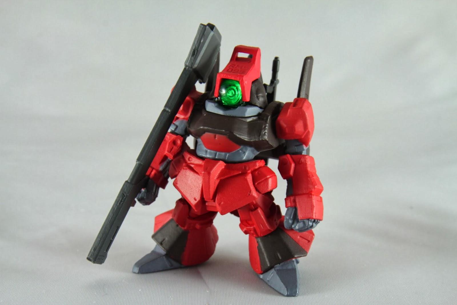 紅色機是克羅多瓦大尉的專用機 克羅多瓦就是夏亞‧阿茲納布爾的假名 所以他用紅色不意外