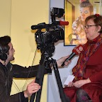 FIL ROUGE_04_Un journaliste TV de Canal Alpha interviewant Dominique Bugnon (Co-directrice du Zarti'cirque).JPG