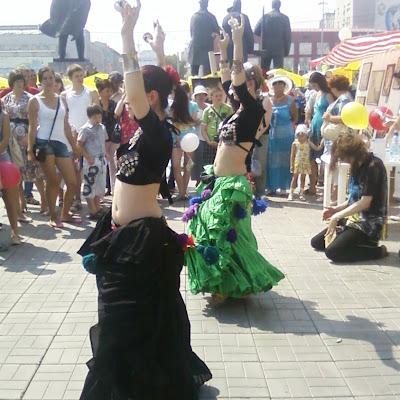 """Танцы от """"Новосибирского Трайбл-дома"""" Евгении Акимовой. Танцовщицы Катя и Лена."""