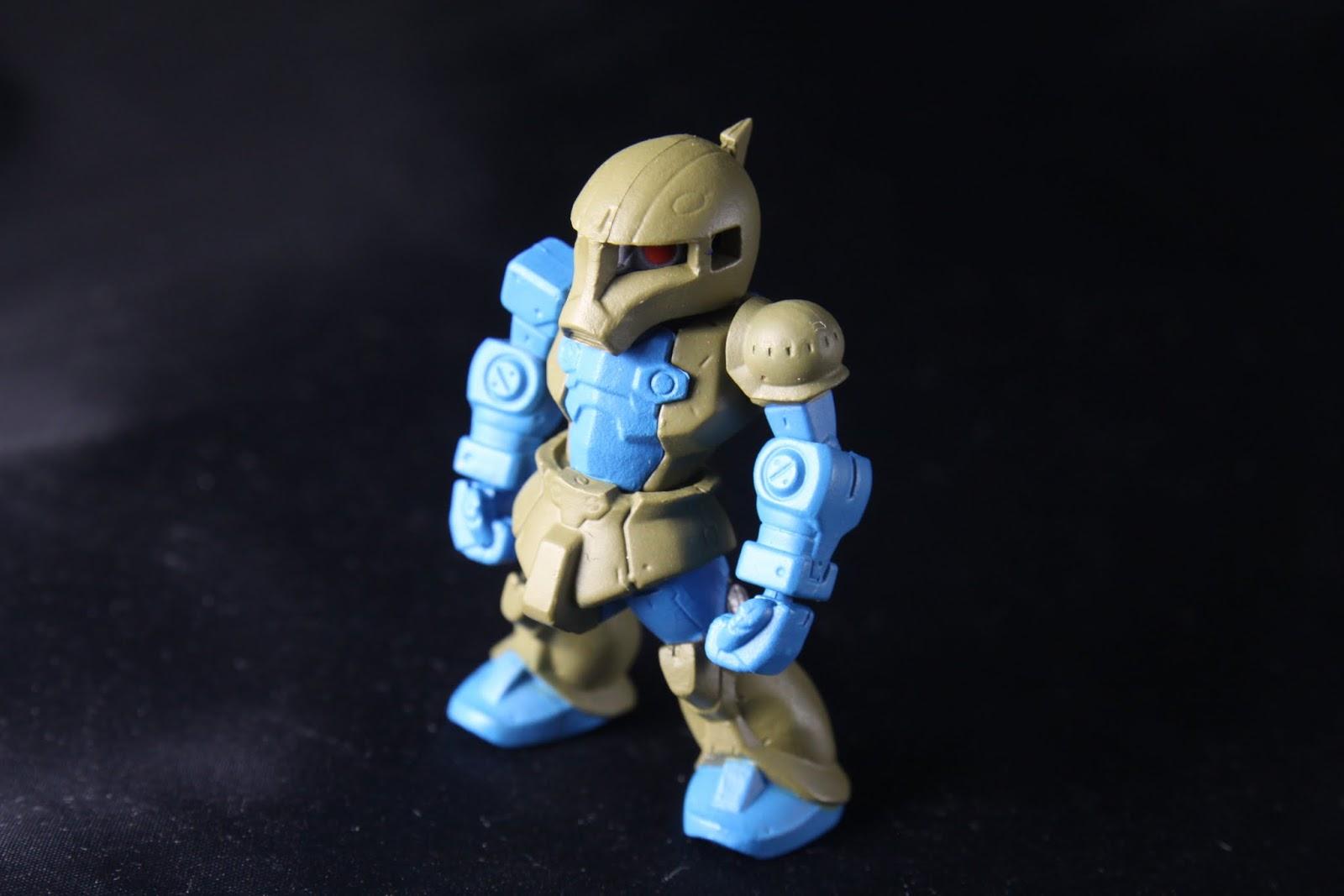 本款完全沒有武裝 是說原本舊薩克本來就很善近距格鬥戰啦 但是特色的左肩那個護甲因為系列的造型整個被縮小了啊!
