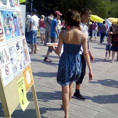"""Сотрудница общественной организации при Комитете молодежи мэрии также провела этот день босиком - в знак солидарности с """"Ассоциацией""""!"""