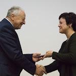Misányik doktor gratulál Rostás Csóka Anitának